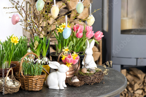 Photo Easter decoration flowers eggs. Tulips, snowdrops, narcissus
