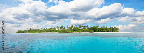 Foto op Plexiglas Eiland Beautiful nonsettled tropical island