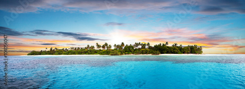 Foto op Plexiglas Eiland Beautiful nonsettled tropical island in sunset