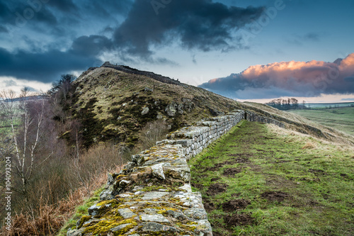 Stampa su Tela Hadrian's Wall above Cawfield Crags on the Pennine Way walking trail