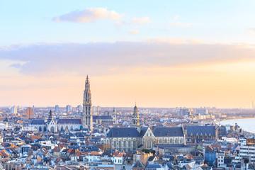 Pogled na Antwerpen sa zauzetom katedralom naše Gospe