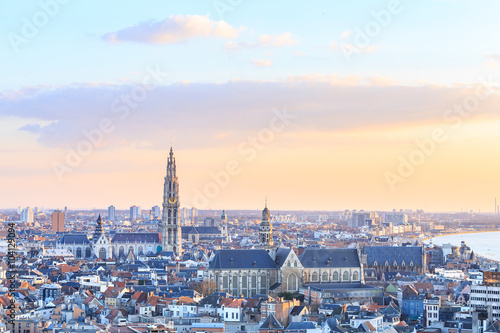 Montage in der Fensternische Antwerpen View over Antwerp with cathedral of our lady taken