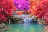 Siklawa w Głębokim lesie przy Erawan siklawy parkiem narodowym - 104133827