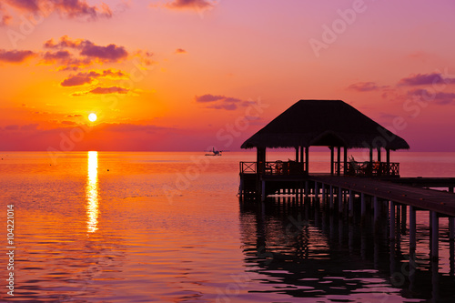 Foto op Plexiglas Crimson Water cafe at sunset - Maldives