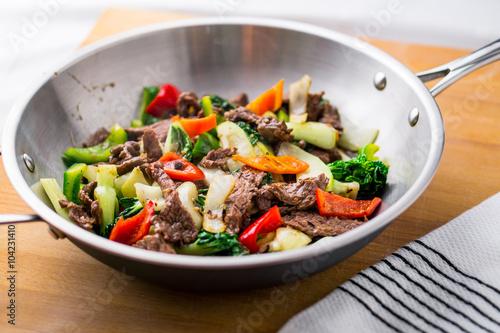 Beef Stir Fry in a wok Canvas-taulu