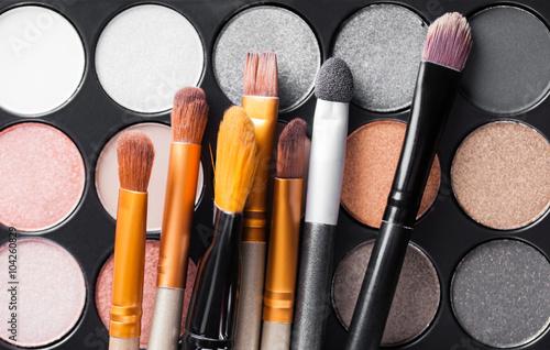 Valokuva  Eyeshadow Palette and brushes