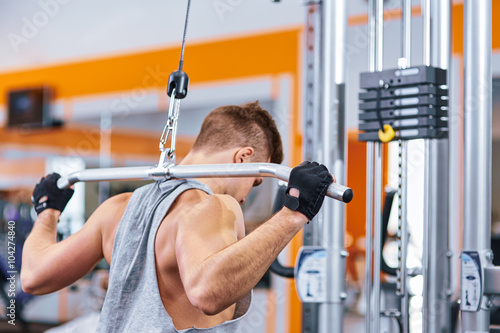 Foto op Canvas Fitness muscular body building men training his back at the gym