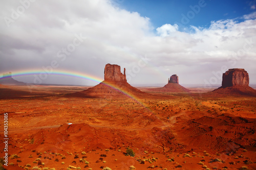 Foto op Aluminium Rood traf. Red rocks intersect with rainbow