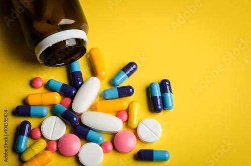 Fotografía  colorful pills and tablets