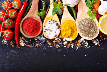 Fototapetamixed spices with fresh vegetables