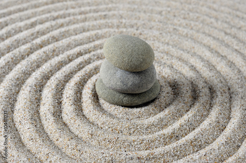 Tuinposter Stenen in het Zand Center stacked Zen stones