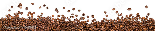 Valokuvatapetti coffee beans isolated on white background