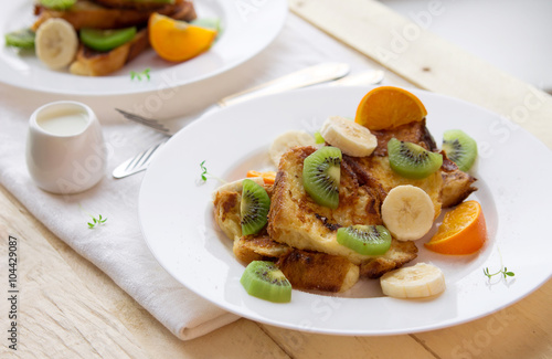 Foto op Plexiglas Gebakken Eieren French toasts with fruits