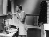Człowiek w łazience lustro - 104437205