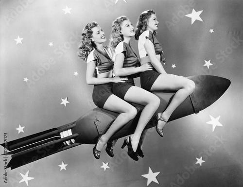 Fotografia, Obraz  Three women sitting on a rocket