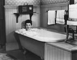 Kobieta w wannie - 104442215