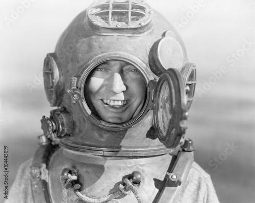 Valokuva  Portrait of man in diving helmet