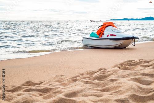 Poster Nautique motorise Jet ski on the beach