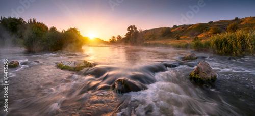 Foto auf Gartenposter Fluss Beautiful fogy morning