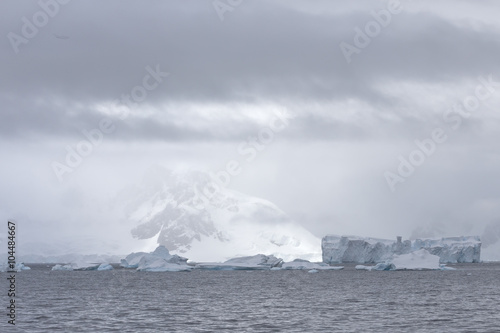 Poster Donkergrijs View with drifting icebergs at Useful Island, Antarctica.