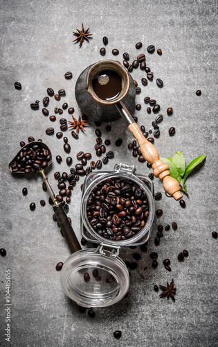 Fotografía  Coffee pot and grains in a glass jar.
