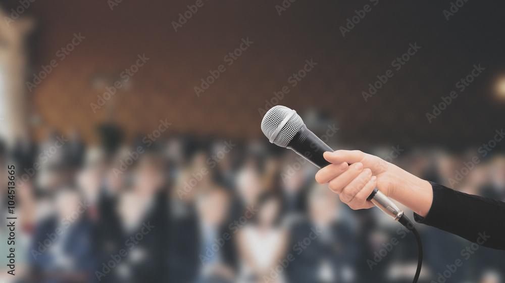 Fototapeta Microfono tenuto in mano conferenza