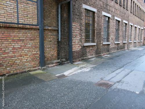 Backsteingebäude mit großen Fabrikfenstern in der alten Heyne Fabrik ...