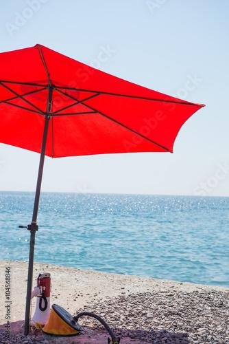4f08b1002c09 Resting place of sea rescuer. Under the umbrella
