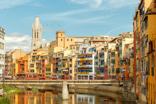 Photo sur Toile Europe Centrale Girona. Multi-colored facades of houses on the river Onyar.