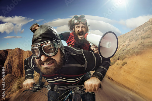 Платно Funny portrait of a tandem of cyclists