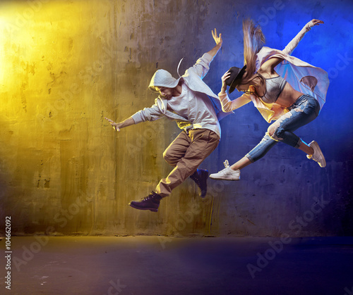 Montage in der Fensternische Artist KB Stylish dancers fancing in a concrete area