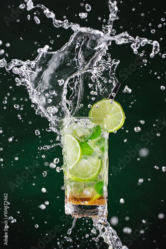 Fotografie, Tablou  fresh mojito drink with liquid splash, freeze motion.