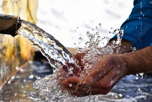 Fotografie, Obraz  çeşme suyu içmek