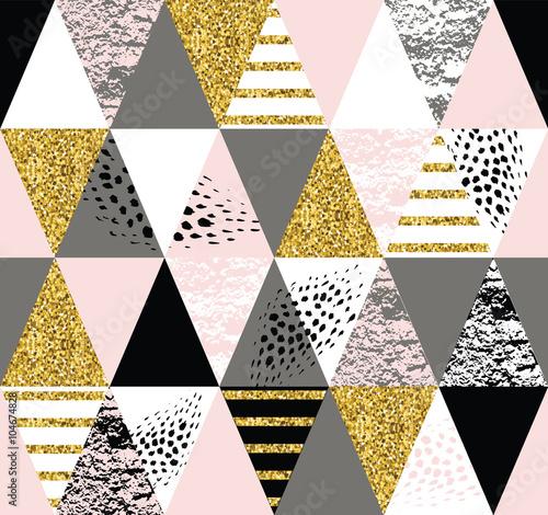 abstrakcjonistyczny-wzor-trojkatow-powielany-ozdobny-styl-zlote-motywy