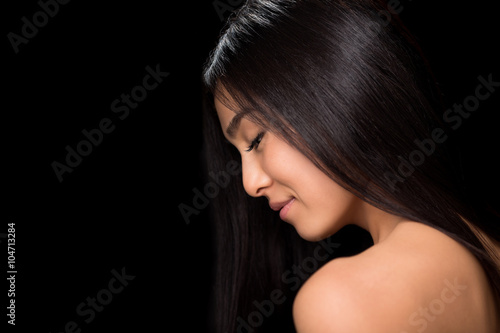 Fotografia  Close-up profile of asian lady in studio