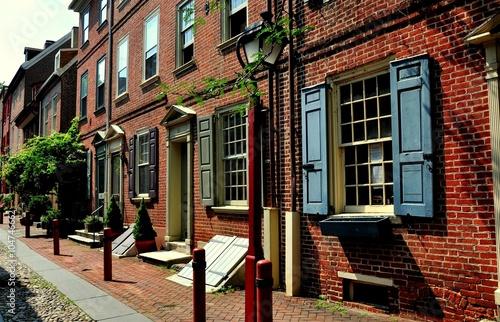 Fotografía Filadelfia, Pensilvania - 25 de junio de 2013: 18 casas de ladrillos coloniales