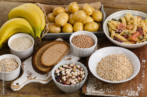 Fotografía  Foods high in carbohydrate on a wooden background.