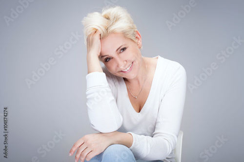 Photo  Portrait of blonde woman.