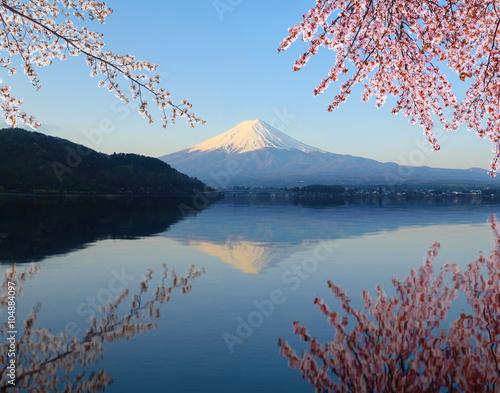 Foto auf Gartenposter Reflexion Mount Fuji, view from Lake Kawaguchiko