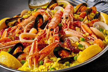 Panel Szklany Do restauracji Gourmet seafood paella with fresh langoustines