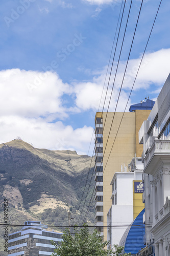 Deurstickers Poolcirkel Buildings and Mountains Urban Scene in Quito Ecuador