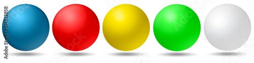 Tuinposter Bol 5 farbige Kugeln, blau, rot, gelb, grün, weiß freigestellt