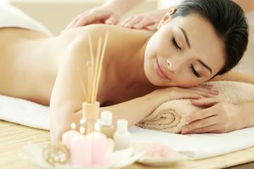 Obraz na płótnie Canvas Masseur doing massage on woman back in the spa salon