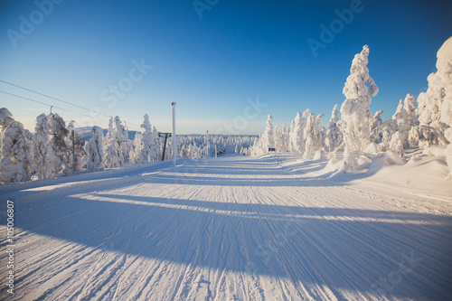 Fotografie, Tablou Beautiful cold mountain view of ski resort, sunny winter day with slope, piste a