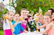 canvas print picture - Fest im Garten für Familie und Nachbarschaf, jung und alt feiert gemeinsam