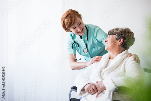Photographie Doctor and patient on wheelchair