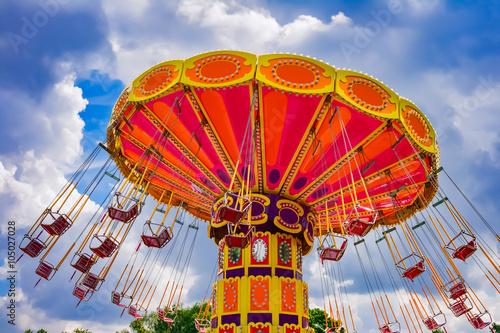 Papiers peints Attraction parc Colorful swing ride