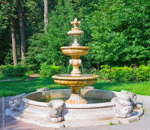 Photo sur Toile Fontaine Beautiful ancient fountain