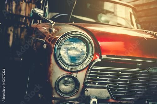 reflektor-lampy-starego-samochodu