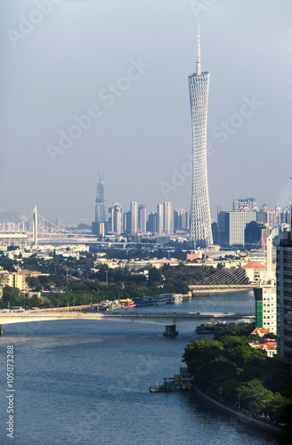 Tuinposter Dubai day view of the Pearl River and Canton Tower
